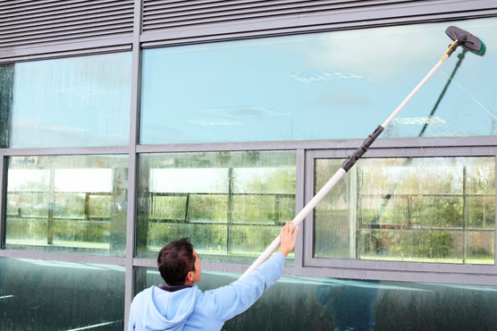 cleaning-windows-squeegee-31174920[1]